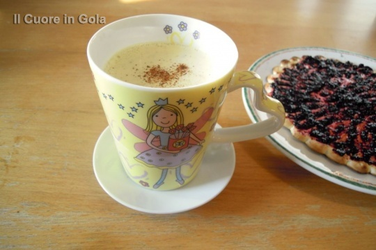 golden milk in tazza